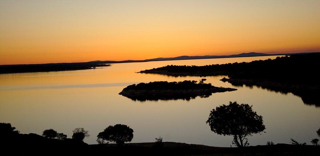 Puest de sol sobre embalse de Almendra - Sayago